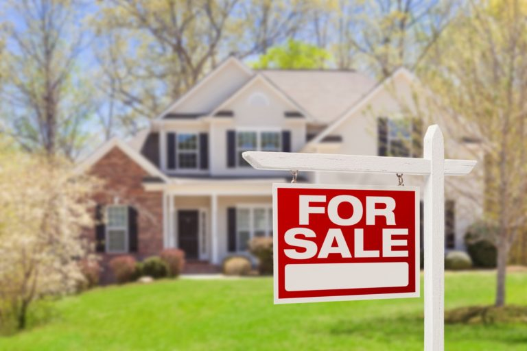 More Americans sign contracts to buy homes in July