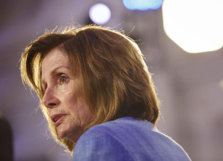 Pelosi says hair salon should apologize for 'set-up' visit