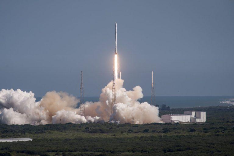 SpaceX's Mars test rocket makes 1st flight, landing upright