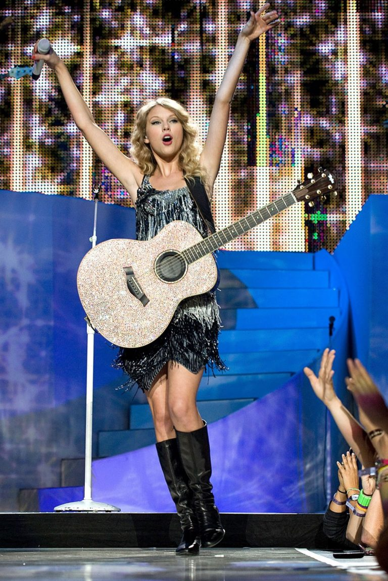 Music Review: Taylor Swift's new album is strikingly heroic