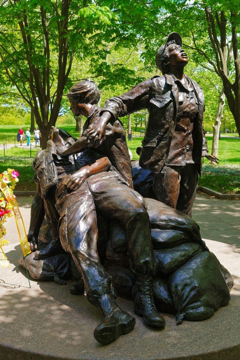 Renowned sculptor who created Vietnam Women's Memorial dies