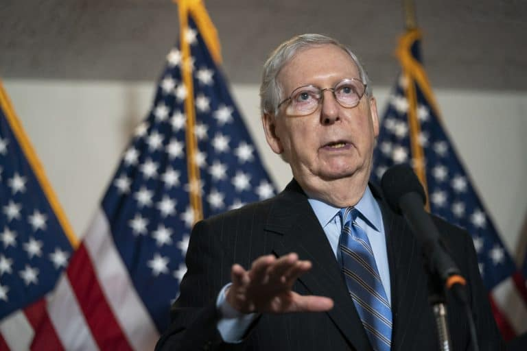 Trump, McConnell huddle with virus talks at risk of collapse