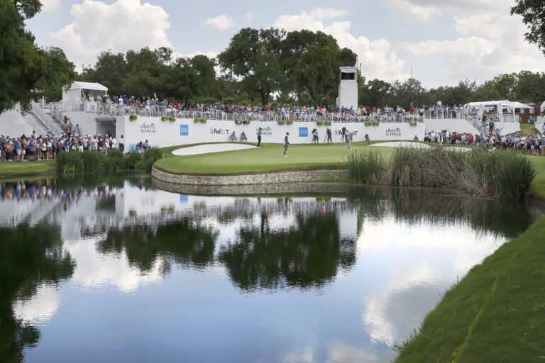 Resurgent Spieth leads by one after third-round 66 at Colonial